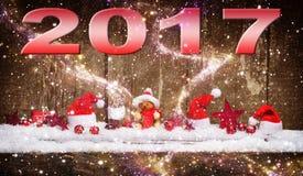 Tarjeta 2017, decoración del ` s del Año Nuevo de la Navidad en la nieve antes del wo Imagen de archivo