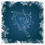Tarjeta del Año Nuevo con el caballo enmarcado por los copos de nieve Foto de archivo libre de regalías