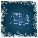 Tarjeta del Año Nuevo con el caballo enmarcado por los copos de nieve Fotografía de archivo libre de regalías