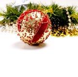 Tarjeta del Año Nuevo con la bola hermosa de la decoración Imágenes de archivo libres de regalías