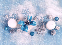 Tarjeta del Año Nuevo de la Navidad con los regalos y los juguetes, teñidos Imagen de archivo libre de regalías