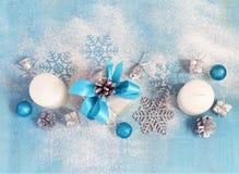 Tarjeta del Año Nuevo de la Navidad con los regalos y los juguetes, teñidos Fotografía de archivo