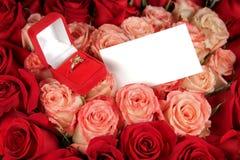 Tarjeta del anillo y de felicitación Fotografía de archivo