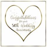 Tarjeta del aniversario de boda de oro del corazón imagen de archivo libre de regalías