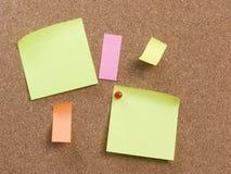 Tarjeta del corcho con la nota Foto de archivo libre de regalías