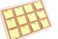 Tarjeta del corcho con las notas en blanco Fotos de archivo