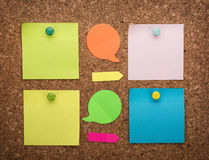Tarjeta del corcho con las notas en blanco Imagen de archivo libre de regalías