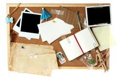 Tarjeta del corcho por completo de items en blanco imagen de archivo libre de regalías