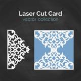 Tarjeta del corte del laser Plantilla para el corte del laser Ejemplo del recorte con la decoración abstracta Cortado con tintas  Foto de archivo libre de regalías