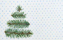 Tarjeta del día de fiesta del árbol de navidad en fondo punteado Imagen de archivo