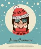 Tarjeta del día de fiesta con la muchacha del inconformista en el sombrero de Canta Claus y el suéter rojos de la Navidad Imagen de archivo