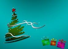 Tarjeta del día de fiesta con un árbol de navidad adornado con la estrella y la cinta rojas y los regalos multicolores con el lug Fotos de archivo