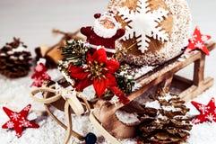 Tarjeta del día de fiesta en colores brillantes en el fondo blanco y x28; Año Nuevo, Chr Imagen de archivo libre de regalías