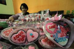 tarjeta del día de San Valentín del chocolate Fotos de archivo