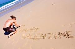 Tarjeta del día de San Valentín feliz, muchacha en la playa Foto de archivo libre de regalías