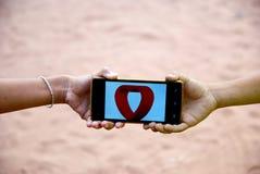Tarjeta del día de San Valentín móvil del corazón para el día feliz Fotografía de archivo