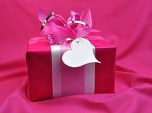 Tarjeta del día de San Valentín o regalo de Navidad rosada brillante Fotos de archivo