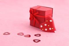 Tarjeta del día de San Valentín presente fotos de archivo libres de regalías