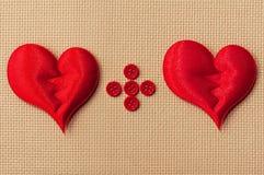 Tarjeta del día de tarjeta del día de San Valentín con los corazones rojos Fotografía de archivo