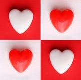 Tarjeta del día de tarjeta del día de San Valentín Corazones sobre los fondos blancos y rojos Fotos de archivo libres de regalías