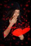 Tarjeta del día de tarjeta del día de San Valentín de la lectura de la muchacha Imagen de archivo libre de regalías