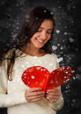 Tarjeta del día de tarjeta del día de San Valentín de la lectura de la muchacha Fotos de archivo