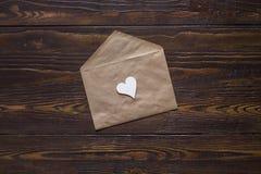 Tarjeta del día de tarjetas del día de San Valentín con poco corazón Imagen de archivo