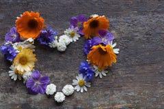 Tarjeta del día de tarjetas del día de San Valentín Corazón de flores Imagen de archivo