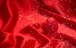 Tarjeta del día del ` s de la tarjeta del día de San Valentín del fondo en corazón rojo santo rojo Imagenes de archivo