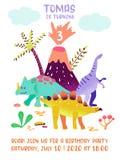 Tarjeta del feliz cumpleaños con el dinosaurio de la diversión, aviso de la llegada de Dino, ejemplo de los saludos stock de ilustración