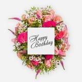 Tarjeta del feliz cumpleaños con endecha del plano de las flores Fotografía de archivo