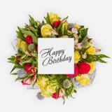 Tarjeta del feliz cumpleaños con endecha del plano de las flores Imagen de archivo
