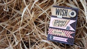 Tarjeta del feliz cumpleaños en hierba seca Fotografía de archivo