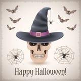 Tarjeta del feliz Halloween con un cráneo en sombrero de la bruja Foto de archivo libre de regalías
