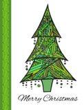 Tarjeta del garabato con el árbol de navidad verde y saludos Imagenes de archivo