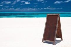 Tarjeta del menú en la playa Fotos de archivo