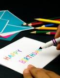 Tarjeta del mensaje para su familia y amigos; Feliz cumpleaños Fotos de archivo libres de regalías