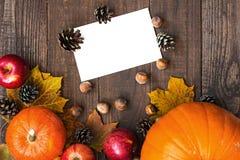 Tarjeta del otoño o de felicitación de la acción de gracias con el espacio de la copia Foto de archivo