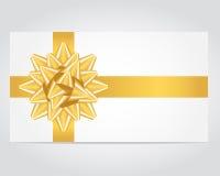 Tarjeta del regalo con la cinta del oro. Fotografía de archivo