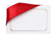 Tarjeta del regalo con la cinta roja Imágenes de archivo libres de regalías