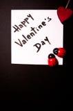 Tarjeta del ` s de la tarjeta del día de San Valentín en un fondo negro Imagen de archivo libre de regalías