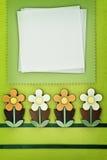 Tarjeta del saludo o de la invitación en fondo sring Foto de archivo libre de regalías
