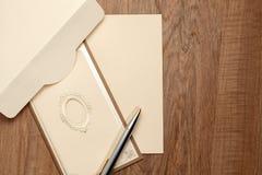 Tarjeta del vintage con el papel en blanco Imagenes de archivo