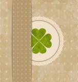 Tarjeta del vintage con el trébol de cuatro hojas para el día de St Patrick Foto de archivo libre de regalías