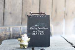 Tarjeta del vintage de la Feliz Navidad y de la Feliz Año Nuevo con santa Fotos de archivo