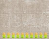 Tarjeta del vintage de Pascua con el marco del huevo del oro stock de ilustración