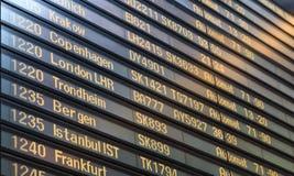 Tarjeta del vuelo en el aeropuerto de Arlanda Foto de archivo