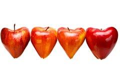 Tarjeta dulce de la tarjeta del día de San Valentín - manzanas bajo la forma de corazón Imagenes de archivo