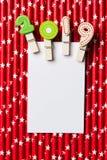 Tarjeta en blanco blanca con el clip 2019 en la paja blanca roja de la estrella Foto de archivo libre de regalías