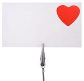 Tarjeta en blanco con un corazón rojo Foto de archivo